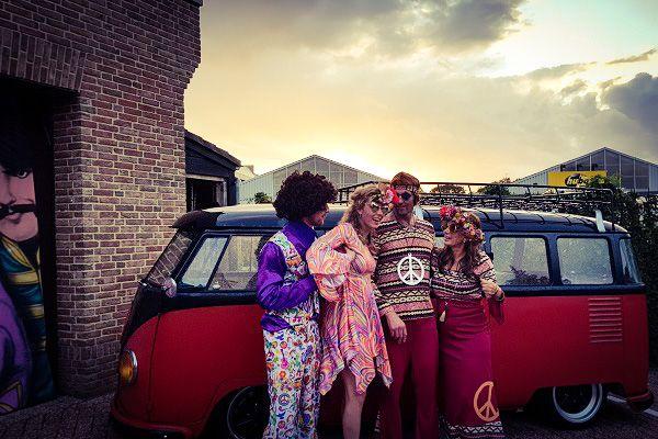 Kamer van feesthandel - Flower Power Themafeest - Back to the 60's & 70's met het echte hippie gevoel - met zanger/gitarist & dj